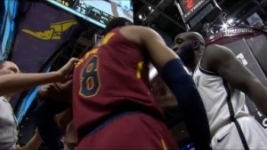 Video: NBA 18 Season -Jordan Clarkson vs Quincy Acy Scuffle